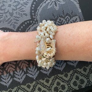 ✨2/$24✨ pearl and gold sparkly bracelet 🌟